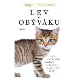 Tuckerová Abigail: Lev v obýváku: Jak si nás domácí kočky..