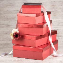 Dárková krabice Lukáš, červená, vzor srdíčka velikosti krabice Lukáš: 1 - 31x21x9 cm